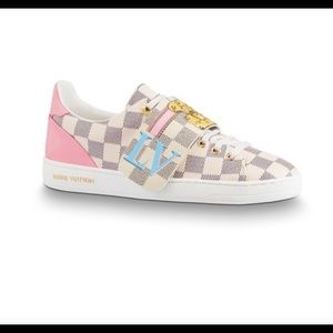 AUTHENTIC Louis Vuitton Front Row Sneakers .